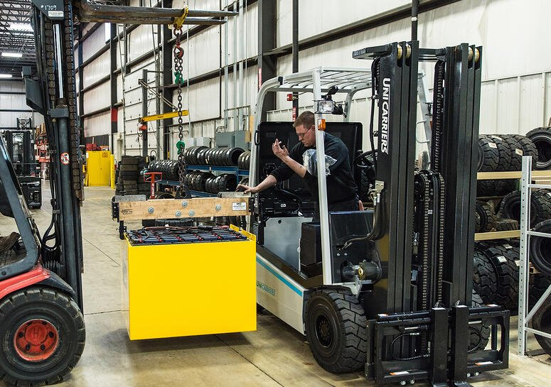 electric-battery-forklift-installation